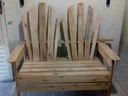 Cadeira namoradeira estilo pavão feita de paletes