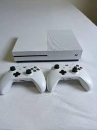Título do anúncio: Xbox one 1tb 2 controles 4K