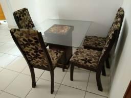 Título do anúncio: Vendo mesa e 4 cadeiras