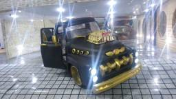 Pickup F 100 1953 customizada no modelo 1951 escala 1/18