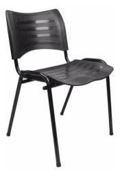 Cadeira plástica fixa