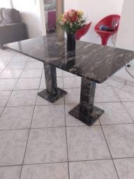 Mesa de Pedra com 6 cadeiras