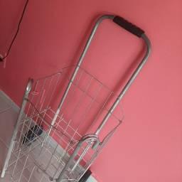 Título do anúncio: Vendo esse carrinho p compras em ótimas condições pouco usado