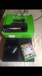 Xbox one com Kinect e 2 controles e ainda vem um GTA 5 apenas (950,00$)