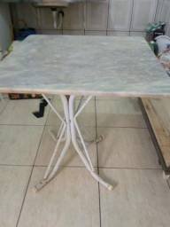 Mesa de tampo de granito
