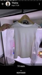 Blusinha com manga rendada