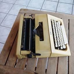 Oportunidade unica Maquina de escrever antiga - antiguidade