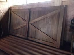 Portao de madeira maciço - Regiao de Fartura - Piraju