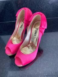 Sapato semi novo pink num 33