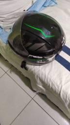 Dois capacetes