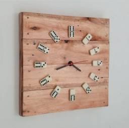 Título do anúncio: Relógio de pallet com peças de domino