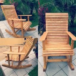 Cadeira de balanço de madeira