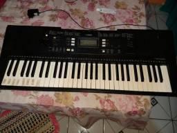 Vendo esse teclado,bem conservado.