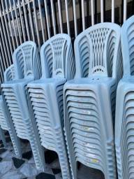 Título do anúncio: Bom dia Aproveite temos Cadeira plástica no atacado