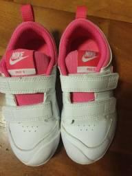 Vendo dois tênis tamanhos 25 e 26 por R$110,00