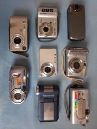 Lote com oito câmeras digitais no estado.