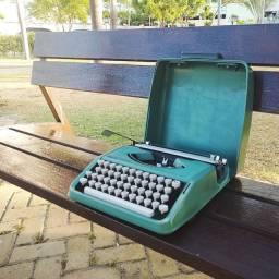 Item indispensavel para seu escritorio Maquina de datilografia antiga - antiguidade