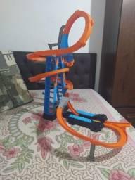 Pista Hotwheels Sky Crash Tower + 4 pilhas recarregáveis.