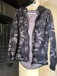 Título do anúncio: Casaco camuflado tamanho P Casaco importado