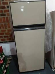 Vendo geladeira usada .