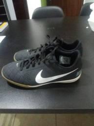 Chuteira preta Nike 37/38
