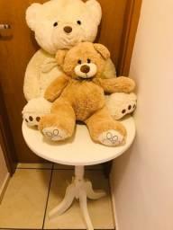 Mesa redondo com ursos