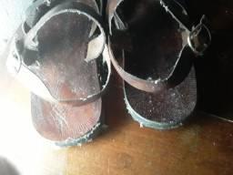 Sandália de couro legitímo