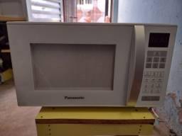 Título do anúncio: Microondas Panasonic novo