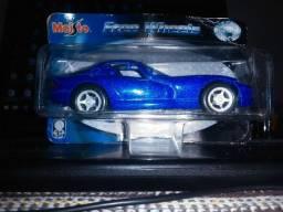 Miniatura Dodge Viper GTS - Maisto Escala 1:39