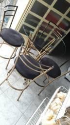 Mesa com tampo de vidro com  4  cadeiras