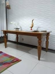 Mesa de madeira grande (não acompanha cadeiras)