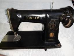 Título do anúncio: Máquina relíquia Singer em Black Piano
