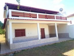 Duas casas em lote inteiro a duas ruas da praia de Itaipava