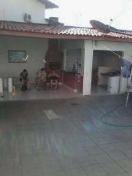 Alugo Excelente Casa Com 3 Quartos/Projetada / Cozinha Projetada/ R$ 2.800,00