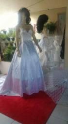 Veste de noiva M, ajustável pra G. Um luxo. de calda e com pedrarias