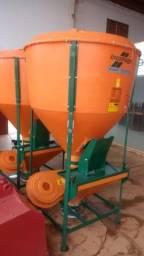 Misturadores de ração 500 e 1000kg