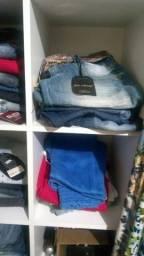Vendo lote de roupas femininas, manequins, móveis,arara 15000,00 whatsapp *