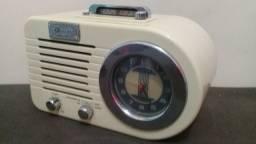 Lindo radio retro em perfeito estado veja