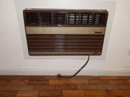 Ar condicionado de janela - Consul 10000 btu - usado e revisado - Bom estado de uso. - 220
