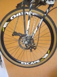 Bicicleta camuflada com amortecedor