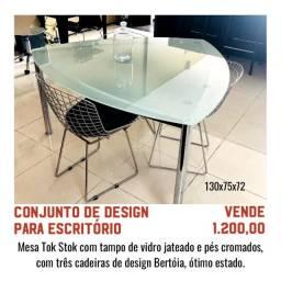 Conjunto de design para escritório - mesa vidro e cadeiras