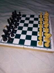 Título do anúncio: Tabuleiro de xadrez e damas