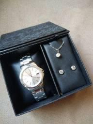 Kit Relógio, Colar e Brinco novo na caixa