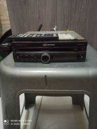 DVD Buster filé pegando tudo mais controle.