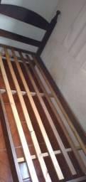 Vendo cama de solteiro usada madeira sucupira