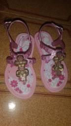 Vendo sandália de menina