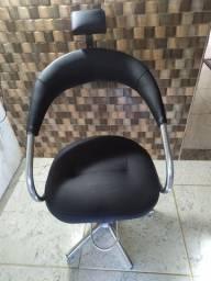 Cadeira cabeleireiro conservada.