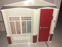casinha de barbie com assessórios e carro.