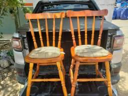 Cadeiras de madeira novas