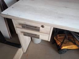 Título do anúncio: Mesa e cadeira de escritorio